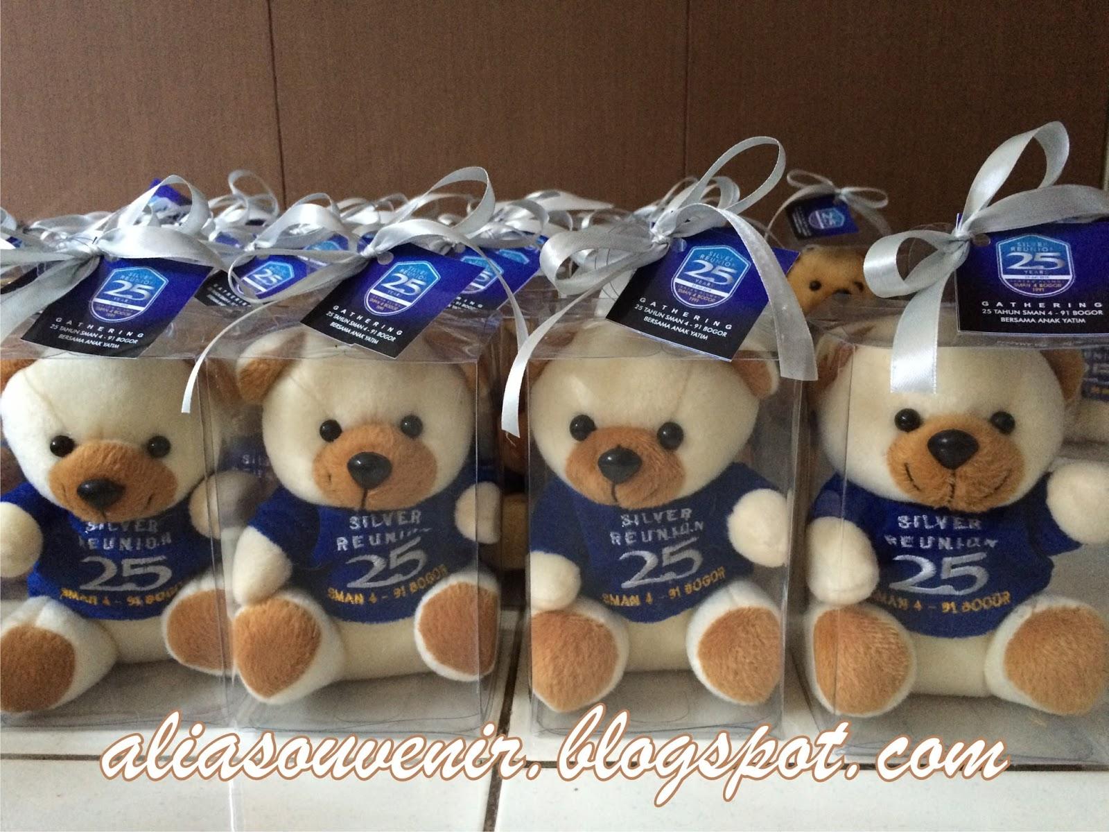 Souvenir Boneka Beruang Warna Putih Ukuran Duduk 15 Cm