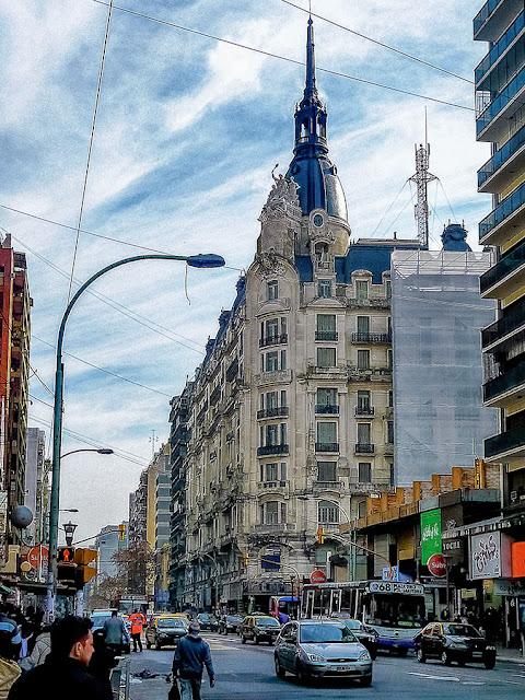 Un edificio emblemático del Once y avda.Corrientes.