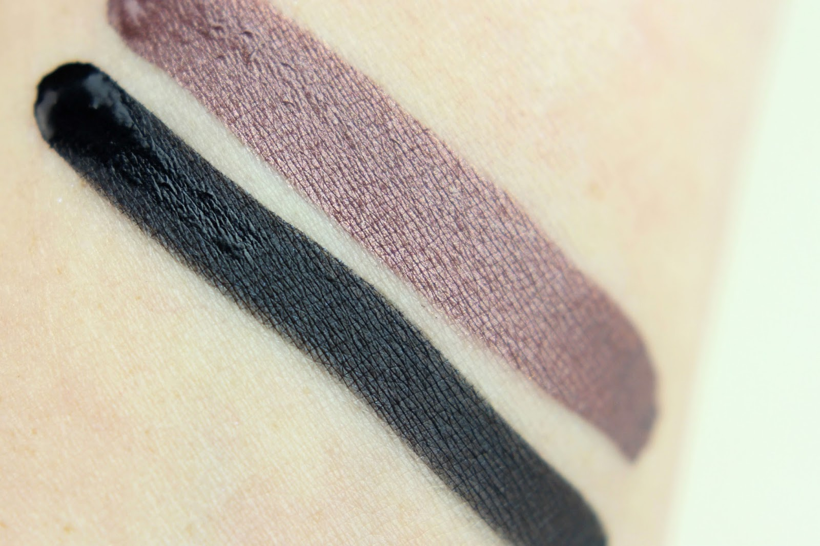 drogerie, glitzer, glow in the dark top coat, latex like eye shadow, lipgloss, nagellack, p2 cosmetics, party look, pink fizz, review, swatches, touch of light loose powder, tragebilder, up all night,