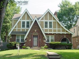 My two cents i 39 m all about tudor style houses - Tudor revival exterior paint colors ...