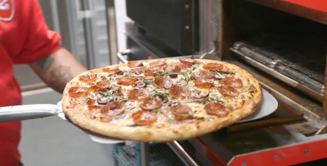 Νεαρός ντελίβερι οδήγησε 3,5 ώρες για να παραδώσει πίτσα σε ετοιμοθάνατο