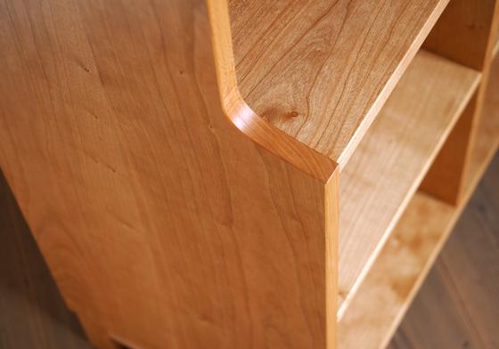 チェリー無垢材の本棚、側板