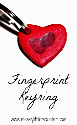 Instructions on how to make a simple fingerprint keyring keepsake.  The heart shape makes this a perfect Valentines craft.  A great keepsake craft  for toddlers, preschoolers.
