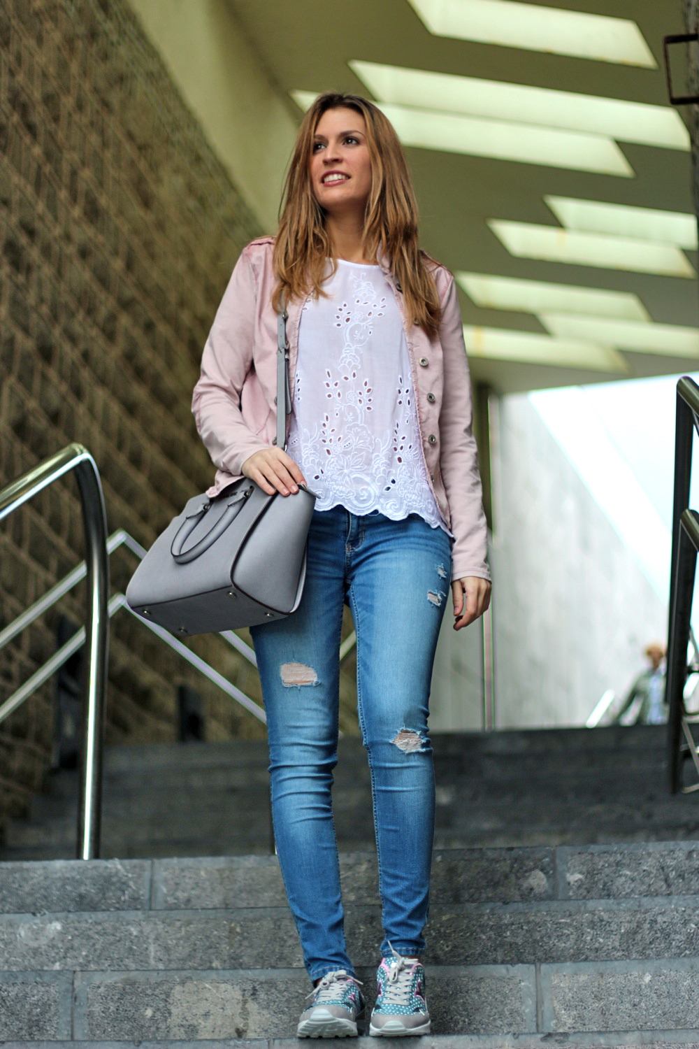 looks con zapatillas