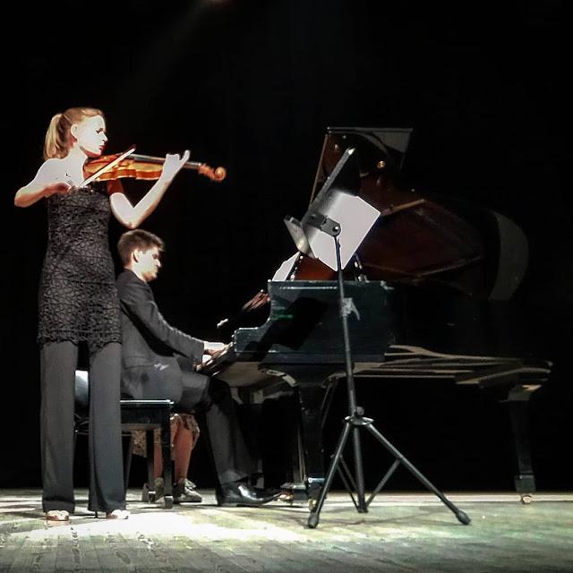 Μαγική βραδιά από την Elisa van Beek και τον Γιώργο Καραγιάννη