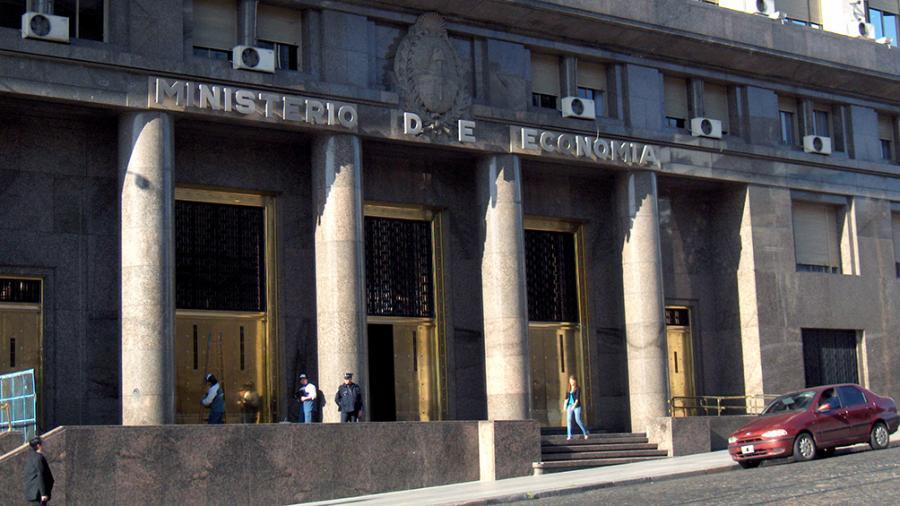 Economía licitará el martes $ 28.000 millones a través de cuatro bonos en pesos