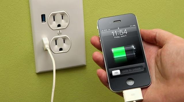Bahaya,Hindari isi daya smartphone di tempat Umum