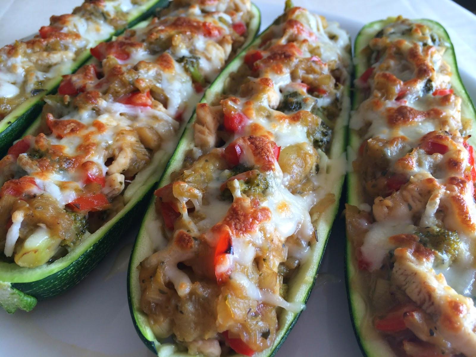 Calabacines rellenos de verduras y pollo