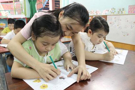 Gia sư Kim  Chi luyện viết bé lớp 1