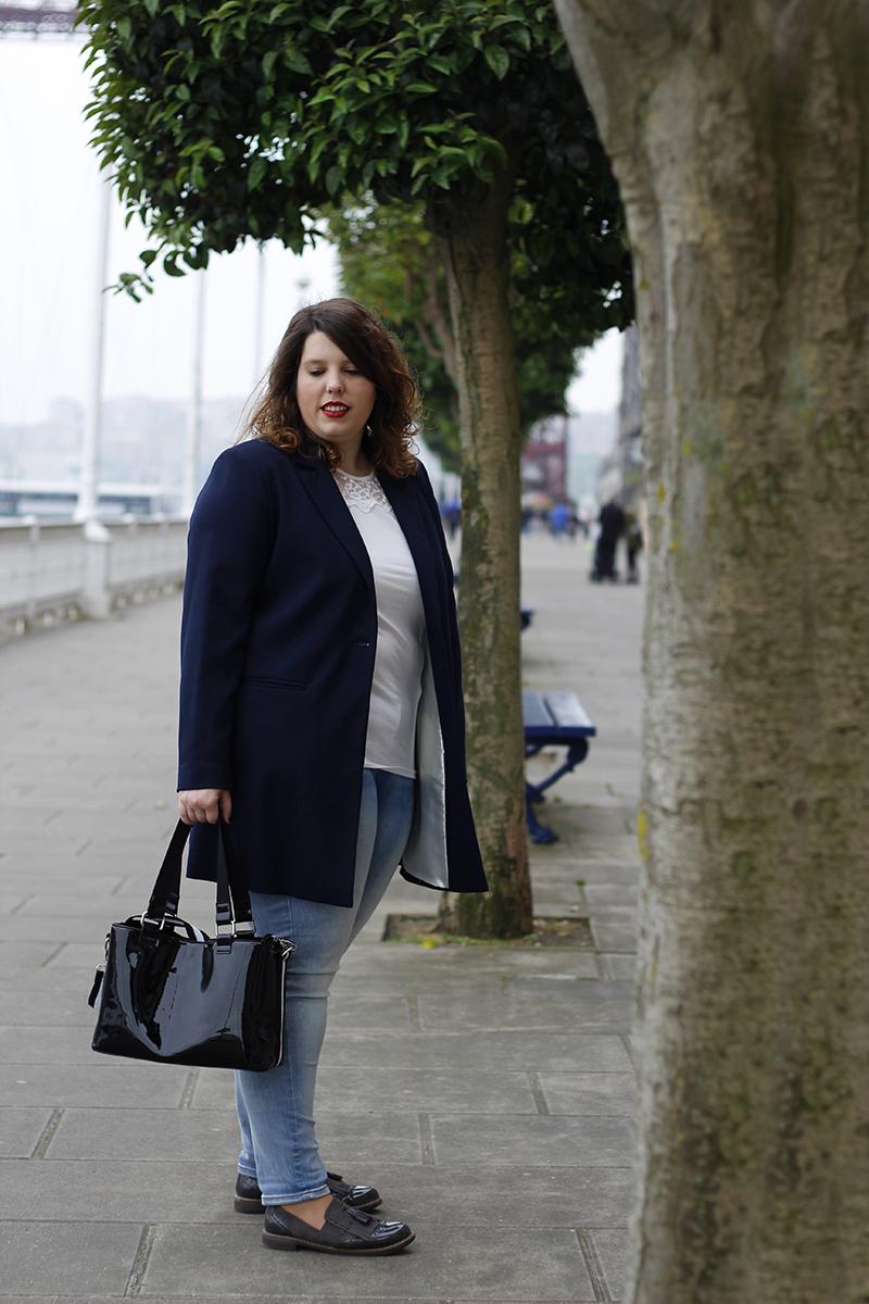 Collage of Style - Almudena Duran - Look con americana azul y bolso de charol VI