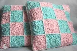 Miętowo-różowe poduszki