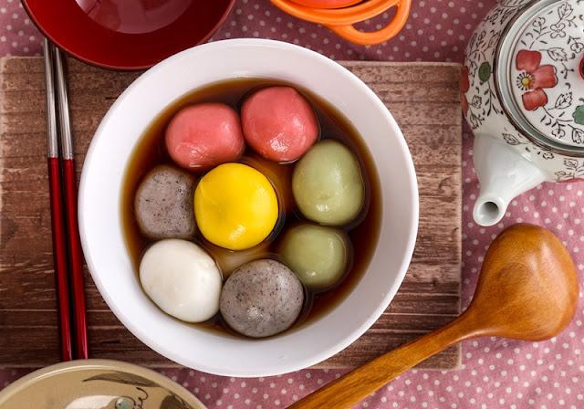 Các loại bánh cổ truyền Trung Quốc có rất nhiều loại bánh được làm từ bột gạo và có nhân đậu. Một món bánh khá kinh điển của người Trung Quốc và đến giờ vẫn được bày bán ở hầu hết các nhà hàng Trung Quốc là Tangyuan. Tangyuan hay còn gọi là thang viên, có phiên bản chè trôi nước, nhưng cũng có phiên bản dẹt được đem nướng.
