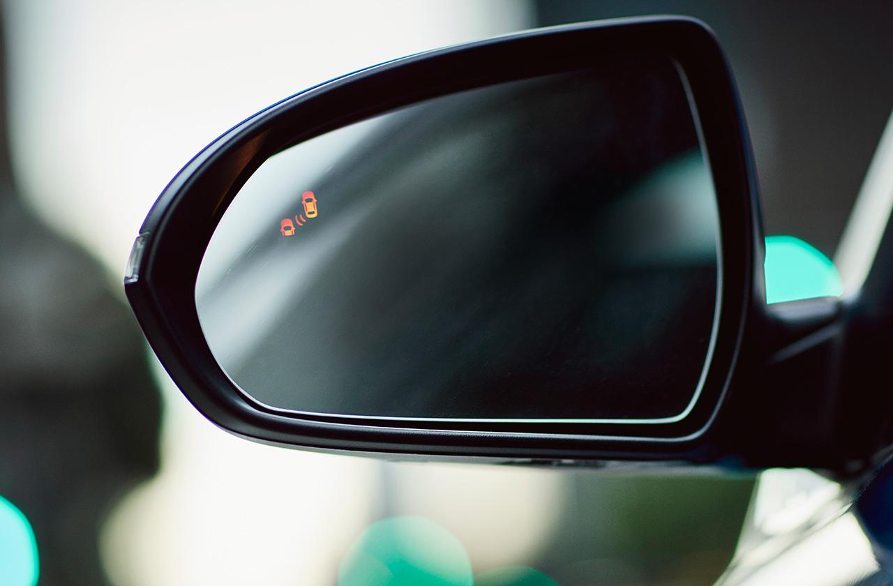 Cảnh báo nguy hiểm trên gương nếu có xe đến quá gần