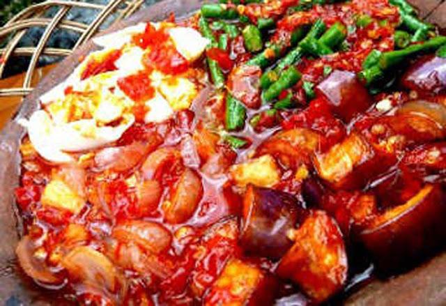 Ngomongin soal kuliner memang tak ada habisnya. Inilah fakta bahwa kekayaan kuliner Indonesia memang luar biasa. Salah satunya kuliner khas Kalimantan Timur yang terkenal lezat dan menggoda.