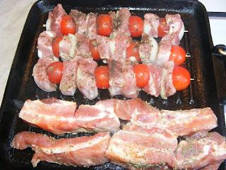 Frigarui si coaste de porc la grill retete de mancare,