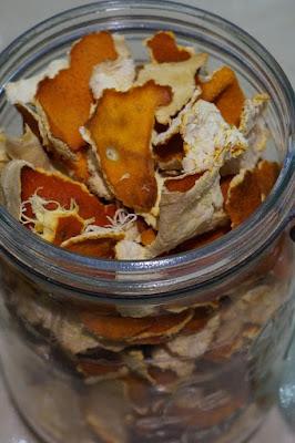 cara menghilangkan ketombe dengan kulit jeruk kering
