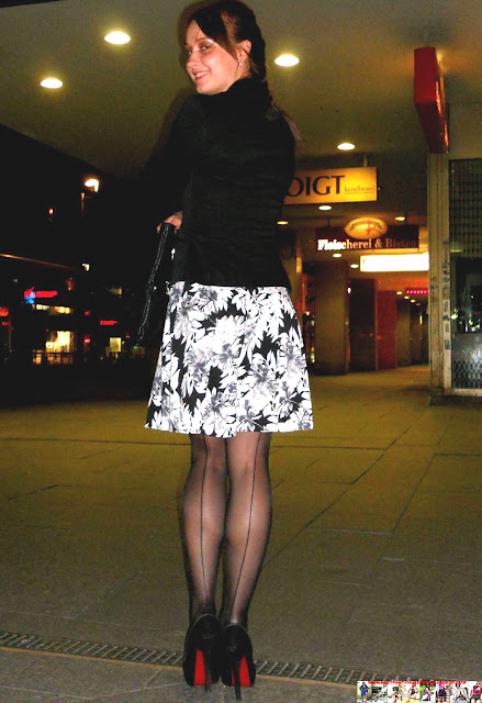 Fashion Tights Skirt Dress Heels Street Style