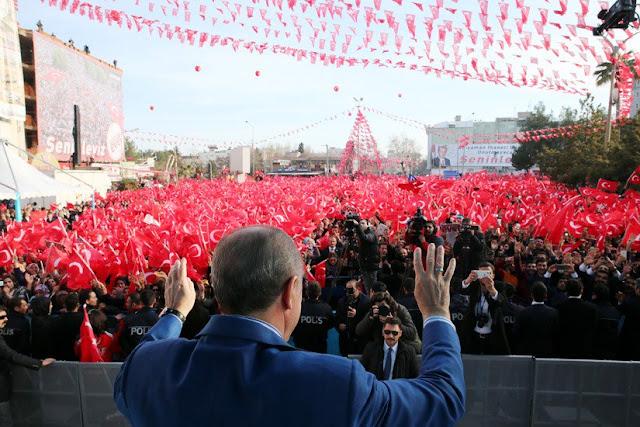 Μήπως άρχισε να ανησυχεί πολύ για το δημοψήφισμα ο Ερντογάν;