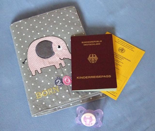 Unsere 11 Must-haves für einen gelungenen Urlaub mit Kindern. Der Reisepass bzw. Kinderpass sollte im Urlaub auf jeden Fall mitgenommen werden.