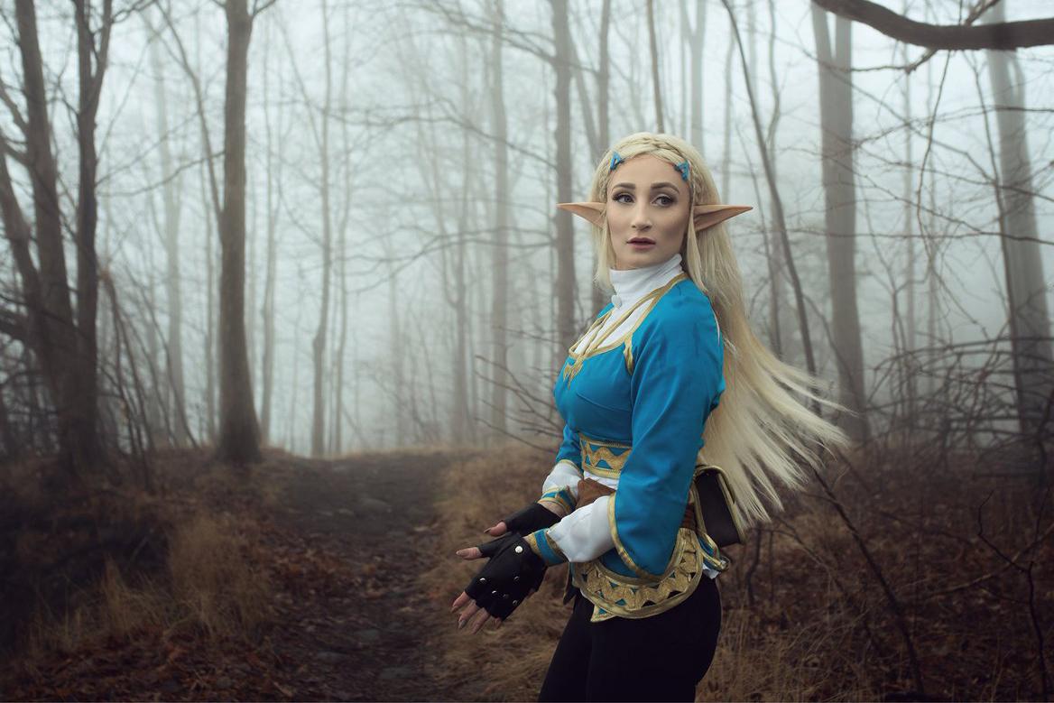 Professional Cosplayer Princess of Zelda cewek alien mirip setan punya kuping panjang