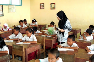Guru mengajar di Bandung Barat