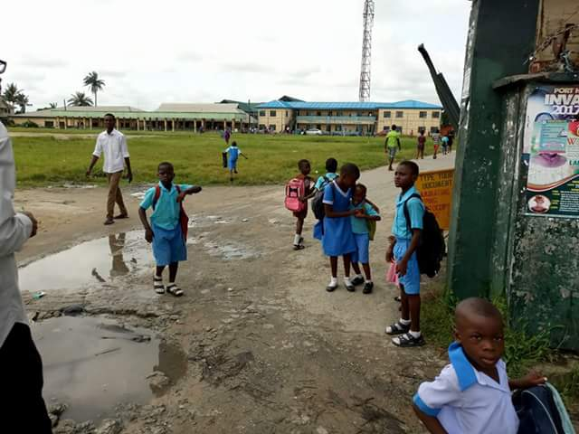 Photos: Commotion in Port Harcourt as students, pupils flee, parents withdraw children after rumours spread that soldiers are injecting monkey pox virus