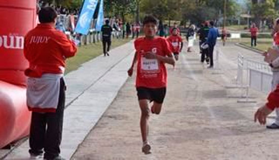 Isaías Choque de Villazón fue tan veloz como un Chasqui en los 4km en Maratón de Jujuy