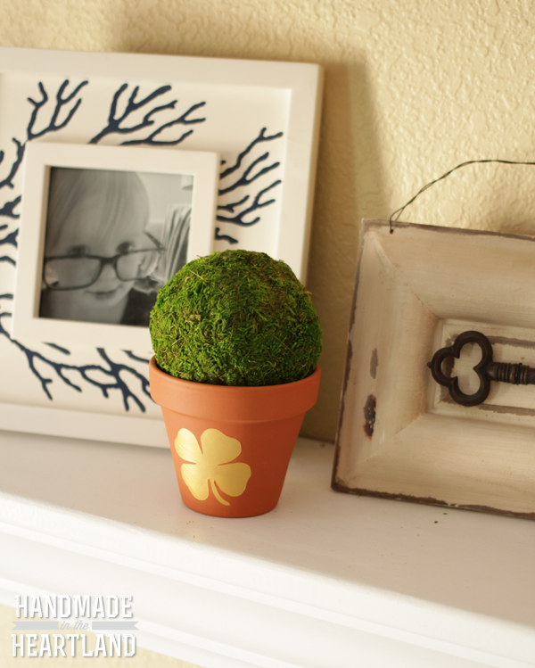 How to Make St. Patricks Day Gold Shamrock Painted Flower Pot