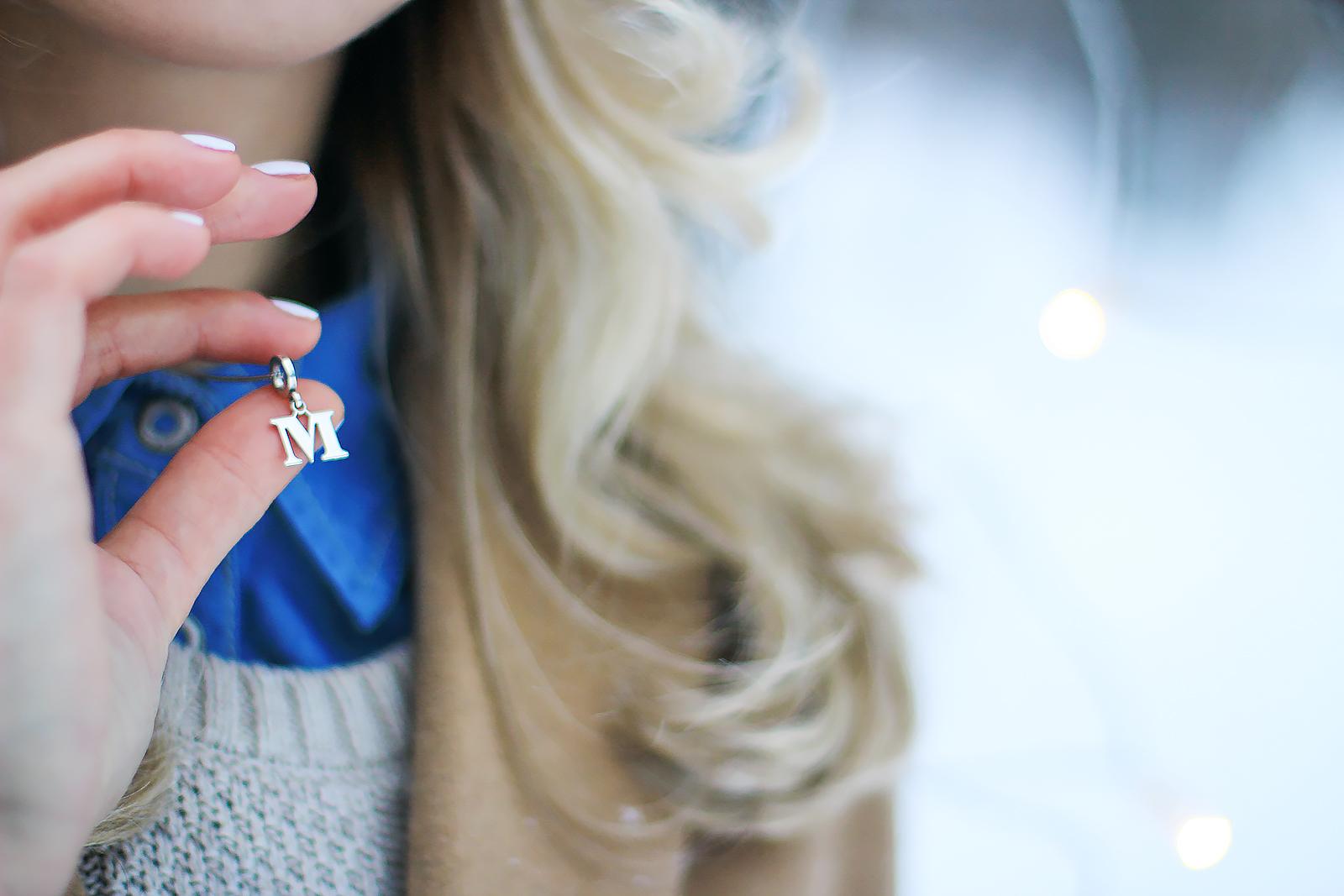margarita_maslova_winter_look_blue_bini_hat_camel_coat