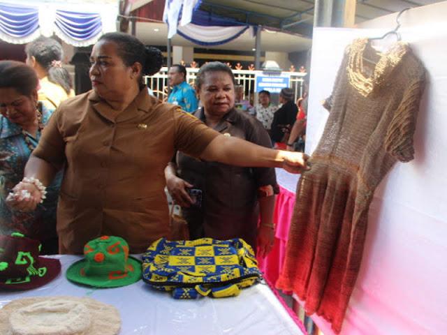 DP3A-KB Pamerkan Hasil Kerajinan Perempuan Papua