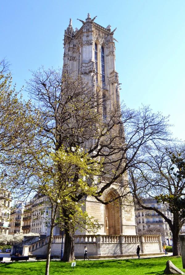art et glam visite du square de la tour saint jacques avec la tour saint jacques paris 4e. Black Bedroom Furniture Sets. Home Design Ideas
