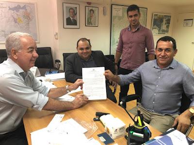 Assinado contrato para pavimentação asfáltica da Av. ACM e contenção da cratera, em Mairi