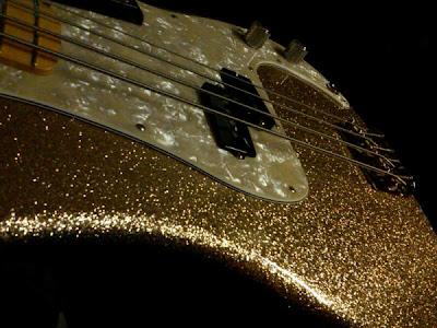 Bajo Fender Adam Clayton