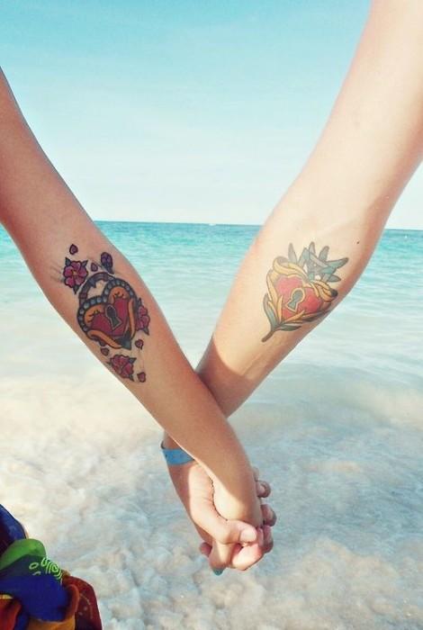 Anahtarlı kalp sevgili dövmesi