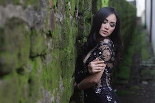 Fotografi Foto model Igo Cantik Devi dari Makassar rok mini