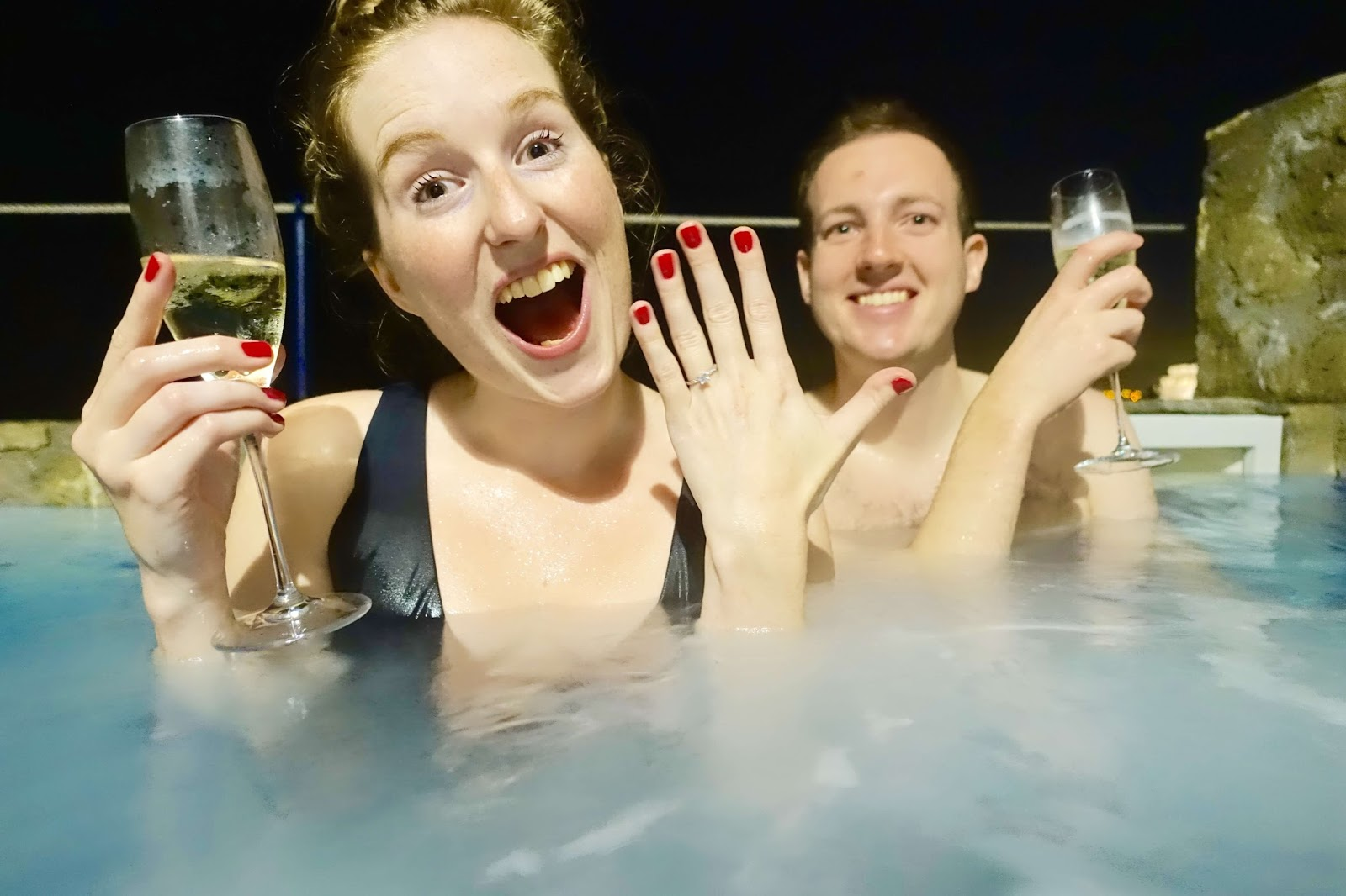 drinking-prosecco-private-jacuzzi