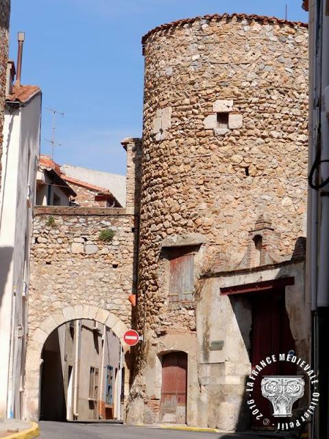 BAIXAS (66) - Rempart et portes médiévaux