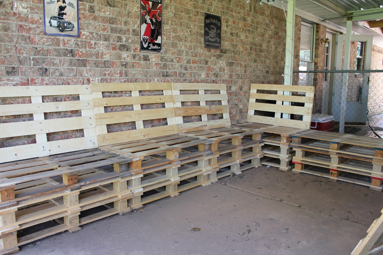 Outdoor furniture from pallets native home garden design for Pallet furniture designs