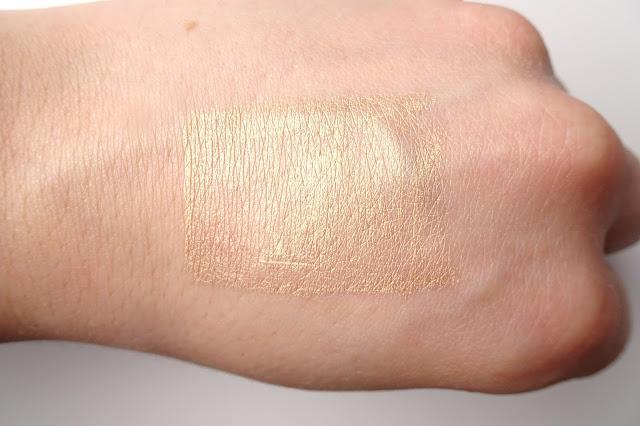 metaliczny cień do powiek w kremie eveline metallic cream eyeshadow 01