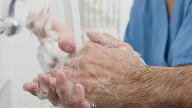 La gran importancia de lavarse las manos en el trabajo