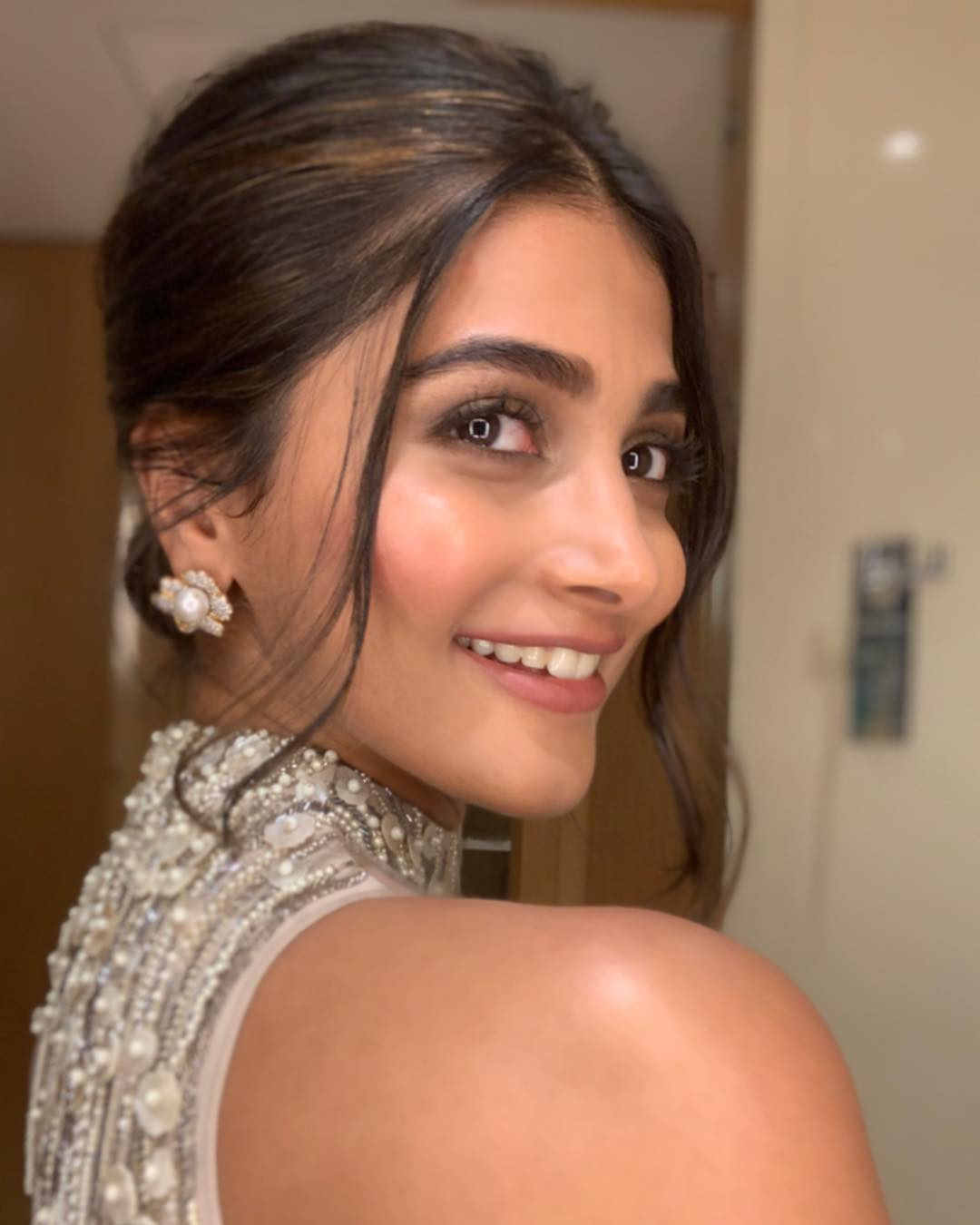 Pooja Hegde, Pooja Hegde Latest HOT and SEXY Photos download from Facebook, Bollywood Beautiful actress celebrities HD photos download
