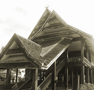 Keunikan Rumah Adat Tradisional Laikas Suku Tolaki Sulawesi Tenggara Tempat Wisata Keunikan Rumah Adat Tradisional Laikas Suku Tolaki Sulawesi Tenggara