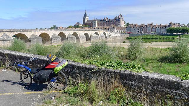 De Paris à Narbonne en vélo, Gien