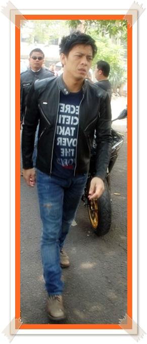 foto ariel jaket kulit noah terbaru