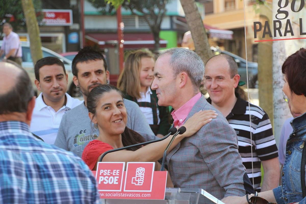 La concejala Ana Belén Quijada junto al aspirante socialista a la alcaldía en la campaña electoral del 2015