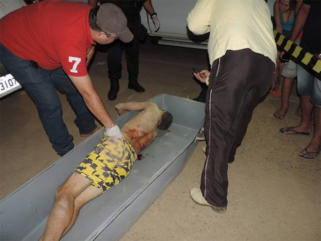 Marido executa estuprador da esposa e mulher entrega o corpo na Delegacia de Buritis