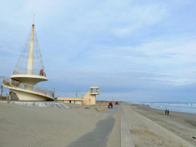 不動堂海岸の巻き貝を模したビーチタワー