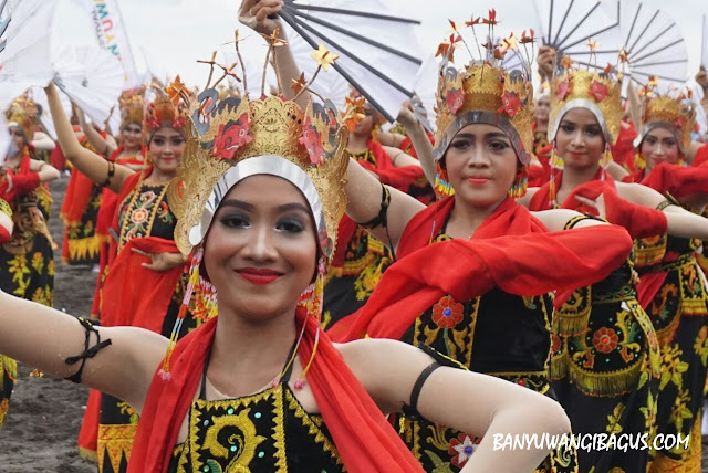 Gandrung Sewu 2017 bertema Kembang Pepe.