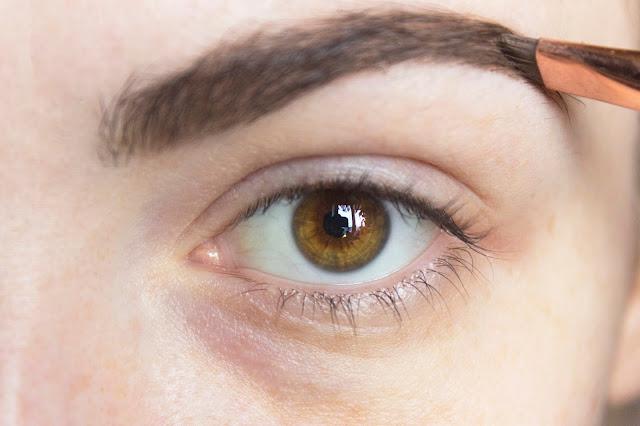 Макияж глаз в тёплой гамме с палеткой Venus Lime Crime: шаг 1