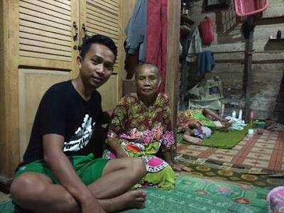 Orang tertua di dunia yang masih hidup asal Kab Ketapang dengan usia 150 tahun di tahun 2016 ini,semoga bisa masuk 10 besar World Oldest Person Titleholders.